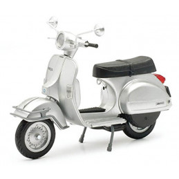 New Ray   1/12  Vespa P200E...
